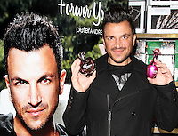 DEC 14 Peter Andre signing @ Tesco Watford