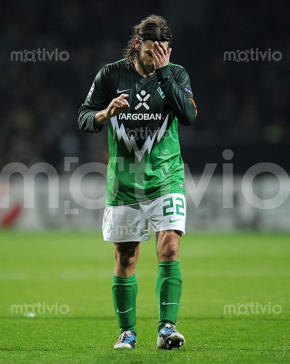 FUSSBALL   CHAMPIONS LEAGUE   SAISON 2010/2011  GRUPPENPHASE  SV Werder Bremen - Twente Enschede      02.11.2010 Torsten FRINGS (Bremen) ist enttaeuscht