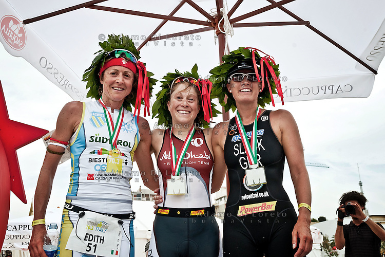 PESCARA (PE) 10/06/2012 - IRON MAN ITALY 70.3 ITALY. NELLA FOTO IL PODIO DA SINISTRA Edith Niederfriniger, MOLLER KRISTIN, JACQUI SLACK. FOTO DI LORETO ADAMO