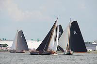 ZEILEN: LEMMER: Lemster baai, 30-07-2014, SKS skûtsjesilen, winnaar skûtsje Doarp Grou aan de leiding, d'Halve Maen (op derde plek) gevolgd door Huizum (vierde) en Sneek (vijfde), ©Martin de Jong