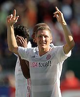 FUSSBALL   1. BUNDESLIGA  SAISON 2011/2012   4. Spieltag 1. FC Kaiserslautern - FC Bayern Muenchen         27.08.2011 JUBEL Bastian Schweinsteiger (FC Bayern Muenchen)