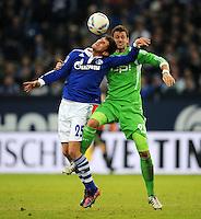 FUSSBALL   1. BUNDESLIGA   SAISON 2011/2012   22. SPIELTAG FC Schalke 04 - VfL Wolfsburg         19.02.2012 Klaas Jan Huntelaar (li, FC Schalke 04) gegen Marco Russ (re, VfL Wolfsburg)