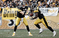 PITTSBURGH, PA - DECEMBER 04:  Ben Roethlisberger #7 of the Pittsburgh Steelers hands the ball off to teammate Rashard Mendenhall #34 during the game against the Cincinnati Bengals on December 4, 2011 at Heinz Field in Pittsburgh, Pennsylvania.  (Photo by Jared Wickerham/Getty Images)