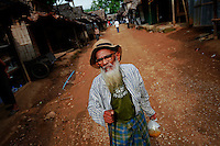 """Wa Ha, a 82 year old Muslim Burmese refugee carries food at the Mae La refugee camp near Mae Sot June 3, 2012. Asked about Aung San Suu Kyi's visit to the camp Wa Ha said """"I like her and I have hope in her but not sure if she can change anything for me. I'm too old and I just want to die here. Life and death are better here in the camp than in Myanmar."""" Myanmar's pro-democracy leader Aung San Suu Kyi visited on Saturday Mae La, the biggest refugee camp along the Thailand-Myanmar border where tens of thousands of her compatriots found shelter after escaping from Myanmar.  REUTERS/Damir Sagolj (THAILAND)"""