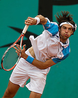 Jeremy Chardy (FRA) against Simone Bolelli (ITA) in the second round of the Men's Singles. Chardy beat Bolleli 6-2 6-3 4-6 4-6 6-1..Tennis - French Open - Day 5 - Wed 28th May 2009 - Roland Garros - Paris - France..Frey Images, Barry House, 20-22 Worple Road, London, SW19 4DH.Tel - +44 20 8947 0100.Cell - +44 7843 383 012