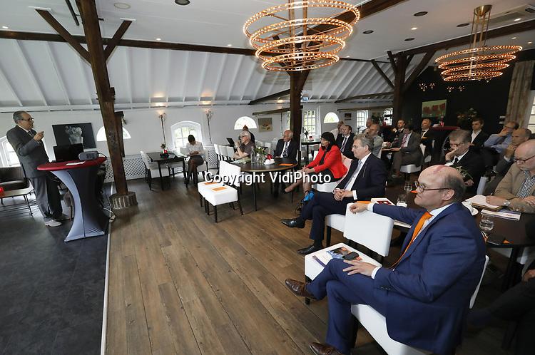 Foto: VidiPhoto<br /> <br /> DE KLOMP - Presentatie van de wetenschappelijke studie van dr. M. J. Kater en prof. A. (Amanda) A. Kluveld over tolerantie en gewensvrijheid, vrijdag in De Klomp bij Veenendaal. Opdrachtgever is het wetenschappelijk instituut van de SGP, de Guido de Br&egrave;s-Stichting.