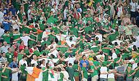 FUSSBALL  EUROPAMEISTERSCHAFT 2012   VORRUNDE Italien - Irland                       18.06.2012 Fans aus Irland koennen wenden sich vom Spielfeld ab