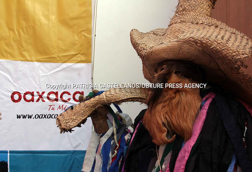 Oaxaca, oax. 24 enero 2014.- En conferencia de prensa, representantes la Secretar&iacute;a de Turismo y Desarrollo Econ&oacute;mico (STyDE), as&iacute; como autoridades del municipio de Putla de Guerrero, dieron a conocer que del primero al 14 de marzo, se llevaran a cabo distintas actividades en esta comunidad en el marco del &ldquo;Carnaval Putleco 2014&rdquo;.<br /> En este contexto, informaron que para este festival anual se espera  la asistencia de alrededor de 600 personas, mismas que podr&aacute;n disfrutar de distintas actividades tales como: el baile de Coronaci&oacute;n de la Reina, el  Concurso de Disfraces, la tradicional &quot;Masa de Barbacoa&quot; y el tradicional &quot;Robo&quot; en la Plazuela Hidalgo.<br /> <br /> Manifestaron que este Carnaval se ha hecho desde tiempo atr&aacute;s con el objetivo de fomentar y promover las costumbres de esta comunidad, por lo cual el evento ya es considerado uno de los m&aacute;s grandes de la entidad y el tercero de importancia en el pa&iacute;s. PATRICIA CASTELLANOS/OBTURE PRESS AGENCY