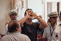 Roma, 11  Luglio 2012.Consiglio comunale in Campidoglio nell'aula Giulio Cesare per  la discussione sulla  cessione del 21% della controllata Acea, l'azienda che si occupa di acqua e servizi. Un attivista dei comitati «Acqua pubblica» contesta  il Presidente del Consiglio Comunale. Marco Pomarici