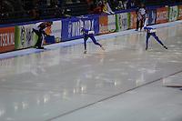 SCHAATSEN: HEERENVEEN: IJsstadion Thialf, 07-02-15, World Cup, 1000m Ladies Division A, Brittany Bowe (USA), Heather Richardson (USA), ©foto Martin de Jong