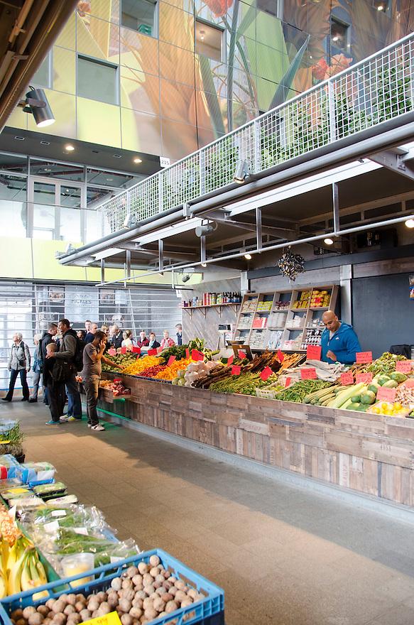 10okt2014<br /> Een groentestand in de nieuwe markthal in Rotterdam.<br /> (c)renee teunis
