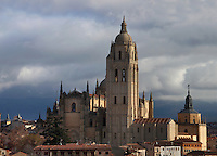 Segovia Cathedral, (Catedral de Segovia, Catedral de Santa Maria), 1525-77, by Juan Gil de Hontanon (1480-1526), and continued by his son Rodrigo Gil de Hontanon (1500-1577), Segovia, Castile and Leon, Spain. Last Gothic Cathedral in Spain, commissioned by Carlos V (1500-58), after an earlier cathedral was damaged in the Revolt of the Comuneros, 1520. Tower rebuilt, 1614; Cathedral consecrated, 1768. Picture by Manuel Cohen