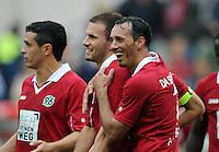 FUSSBALL   1. BUNDESLIGA   SAISON 2012/2013   3. SPIELTAG Hannover 96 - SV Werder Bremen     15.09.2012 Szabolcs Huszti (li) und Sergio Pinto (re, beide Hannover 96) freuen sich nach dem Abpfiff