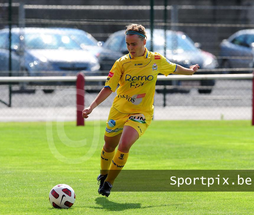 Supercup seizoen 2011 - 2012 ; Kampioen Standard Femina tegen Bekerwinnaar Waasland Beveren Sinaai Girls : Stefanie Van Broeck.foto DAVID CATRY / Vrouwenteam.be
