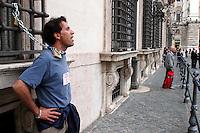 Roma 4 giugno 2007.Iscritti al sindacato di base Cobas, si sono incatenati alle finestre di Palazzo Chigi, sede del governo Prodi, per protestare per la mancanza di diritti sindacali.Nicola Giuia insegnante.La polizia interrompe la protesta .Rome June 4, 2007.Enrolled in the labor union of basic Cobas, chained themselves to the windows of the Palazzo Chigi, seat of the Prodi government, to protest for the lack syndical rights.  .The Police  it interrupts the protest.Nicola Giuia teacher.