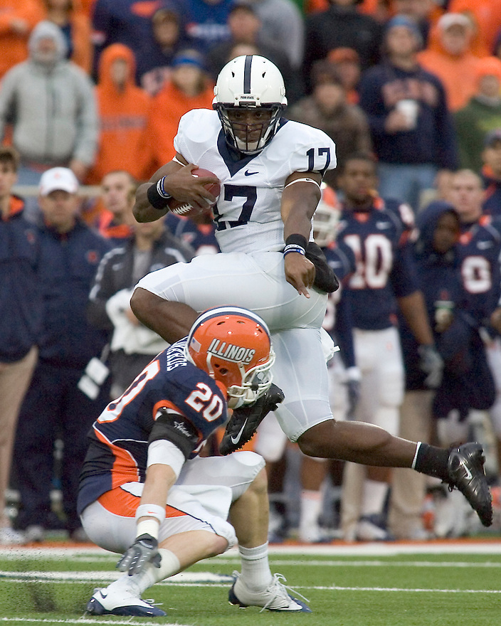 October 3, 2009 - Champaign, Illinois, USA - Penn State quarterback Daryll Clark (17) carries the ball in the game between the University of Illinois and Penn State at Memorial Stadium in Champaign, Illinois.  Penn State defeated Illinois 35 to 17.  .