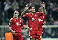 FUSSBALL   CHAMPIONS LEAGUE   SAISON 2011/2012     02.11.2011 FC Bayern Muenchen - SSC Neapel JUBEL nach dem Tor Franck Ribery , Mario Gomez (v. li., FC Bayern Muenchen)