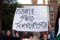 Roma 16  Maggio 2011.Associazioni per la Palestina manifestano per protestare contro la violenta repressione alle manifestazioni in Palestina durante l'anniversario della Nakba. Sullo striscione e scritto: Israele Stato Terrorista.The banner read: Israel Terrorist State