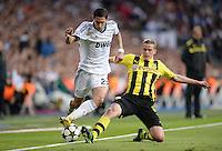 FUSSBALL  CHAMPIONS LEAGUE  HALBFINALE  RUECKSPIEL  2012/2013      Real Madrid - Borussia Dortmund                   30.04.2013 Angel Di Maria (li, Real Madrid) gegen Sven Bender (re, Borussia Dortmund)