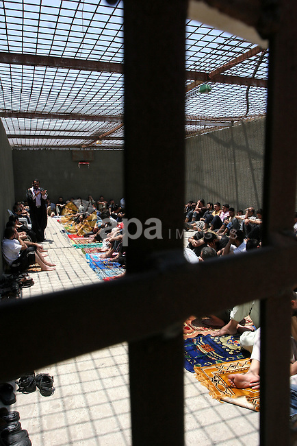 Palestinian inmates attend Friday prayers at Gaza's main prison controlled by the Hamas security forces in Gaza City May 28, 2010. Hamas security forces gather around 380 inmates to perform Friday prayers inside the jail every week. Photo by Ashraf Amra