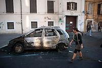 Roma  15 Ottobre 2011.Manifestazione contro la crisi e l'austerità.Automobili bruciate in via Labicana.