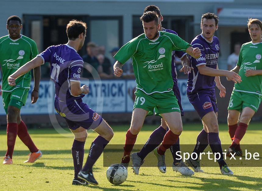 SW Harelbeke - SV Zulte-Waregem : Raphael Caceres (19) aan de bal voor Jens Noppe (r) en Jeroen Doornaert (links)<br /> foto VDB / BART VANDENBROUCKE
