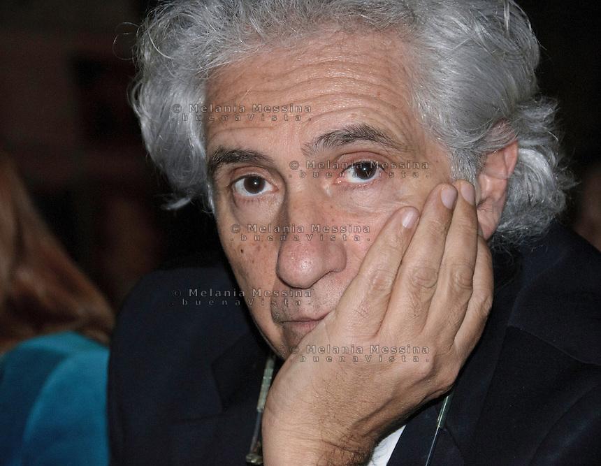 Palermo: il giornalista Corradino Mineo, capolista al Senato nella lista del PD,  in campagna elettorale.<br /> Palermo: the journalist Corradino Mineo, candidate in the list of the Democratic Party, during  the election campaign.