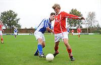VOETBAL: KOUDUM: 24-10-2015, Oeverzwaluwen-Mulier, uitslag 0-0, Robert Zonderland (#5),  Jesse van der Molen (#10), ©foto Martin de Jong
