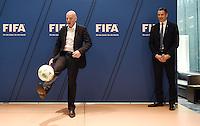 Fussball International 29.02.2016 Fussball International FIFA Praesident Gianni Infantino (Schweiz) erster Tag im Home of Fifa Kick Off: FIFA Praesident Gianni Infantino (li, Schweiz)