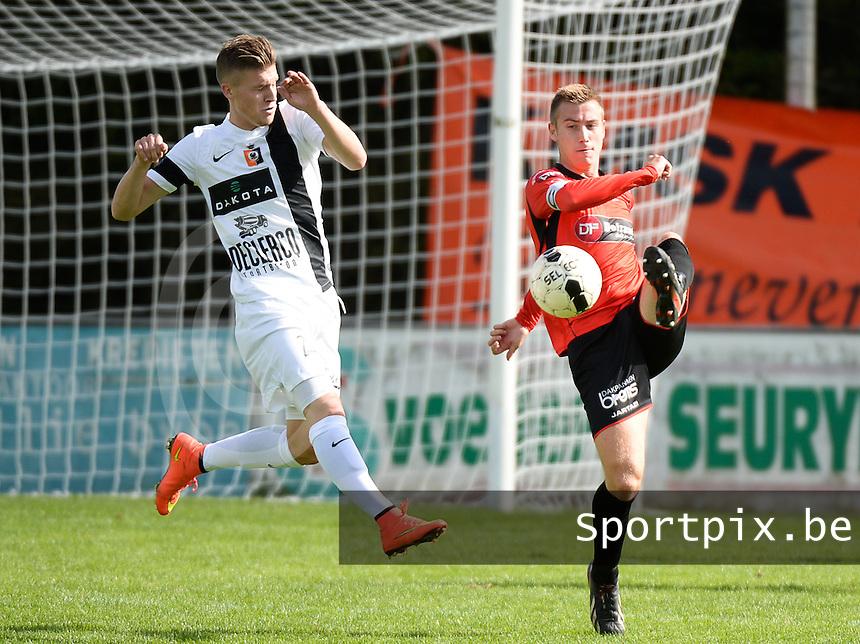 Winkel Sport - SK Deinze  : Jochen Sucaet (r) aan de bal voor de aanstormende Tibo Van De Velde (links) <br /> foto VDB / BART VANDENBROUCKE