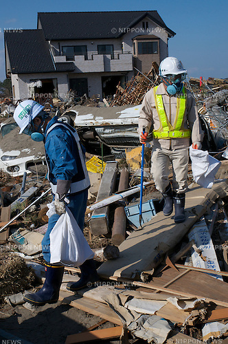 April 16, 2011, Sendai Airport, Sendai, Japan - Searchers look among debris of destroyed houses in the hopes of recovering documents and other items for survivors. (Photo by B.Meyer-Kenny/2.0 images)