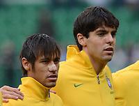 FUSSBALL   INTERNATIONAL   Testspiel    Japan - Brasilien          16.10.2012 NEYMAR (li, Brasilien) und KAKA (Brasilien) bei der Nationalhymne