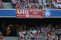Fussball  International   Audi Cup 2013  Saison 2013/2014   31.07.2013 FC Bayern Muenchen - Sao Paulo FC  FC Bayern Fans mit einem Plakat Pro Praesident Uli Hoeness; Ulli, wir brauchen Dich!