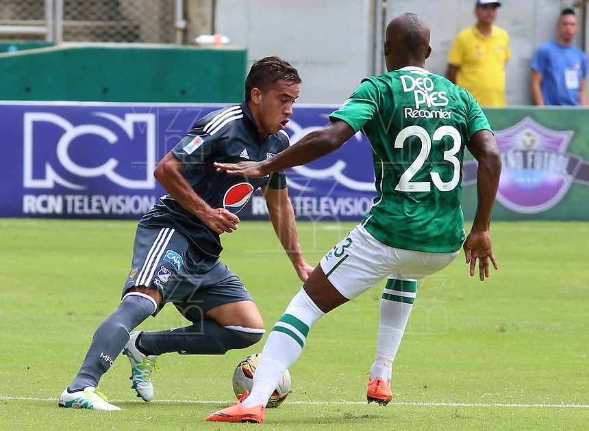 CALI -COLOMBIA-17-04-2016. Felipe Banguero (Der) del Deportivo Cali disputa el balón con Maximiliano Nuñez (Izq) de Millonarios durante partido por la fecha 13 de la Liga Águila I 2016 jugado en el estadio Palmaseca de Cali./ Felipe Banguero (R) player of Deportivo Cali fights for the ball with Maximiliano Nuñez (L) player of Millonarios during match for the date 13 of the Aguila League I 2016 played at Palmaseca stadium in Cali. Photo: VizzorImage/Juan C Quintero