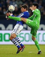 FUSSBALL   1. BUNDESLIGA   SAISON 2011/2012   22. SPIELTAG FC Schalke 04 - VfL Wolfsburg         19.02.2012 Klaas Jan Huntelaar (li, FC Schalke 04) gegen Felipe Lopes (re, Wolfsburg)