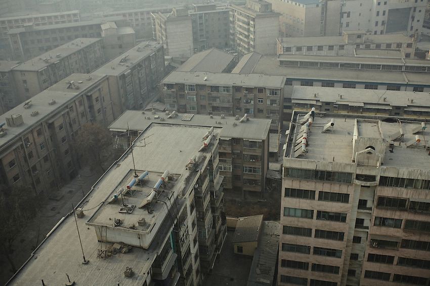 Pollution is overlying the town of Lanzhou, because of factories and traffic. The pollution is so intense that solar panels heating the water tanks on the roofs are inefficient after a few days and must be cleaned regulary; in winter the population has to wear masks to protect herself against heavy atmsopheric pollution which hides almost permanently the sky.