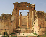 Propileo entrance from cardo maximus in Jerash