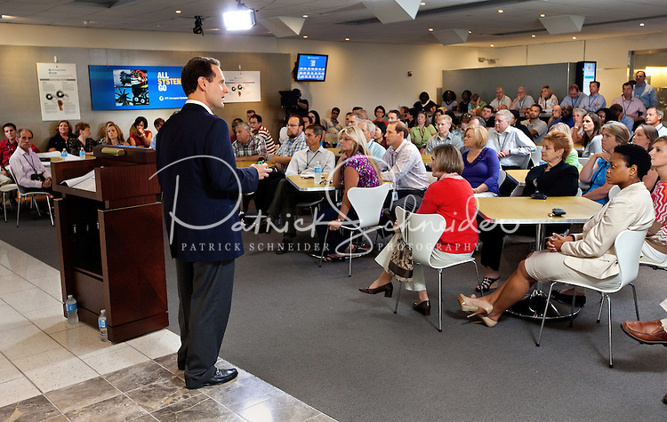 .Photography of UTC's Mike Dumais  speaking with the new UTC Aerospace Systems employees at the new Charlotte headquarter in Charlotte, North Carolina.