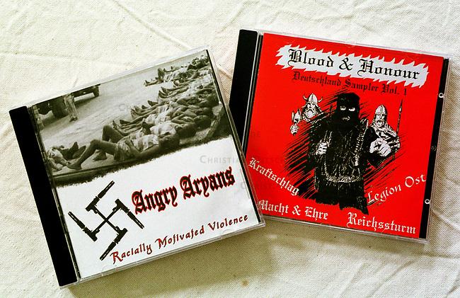 Neonazi Musik-CD's.<br /> Die oftmals in Osteuropa produzierten CD's werden in der Skinhead- und Neonazi-Szene zu horrenden Preisen Preisen verkauft und bescheren den Plattenfirmen phaenomenale Umsaetze. Die CD's enthalten z.T. indizierte und verbotene Musikstuecke.<br /> Hier: &quot;Angry Aryans - Racially Motivated Voilence&quot; (Wuetende Arier - Rassitisch motivierte Gewalt) aus Detroit; &quot;Blood and Honour-Deutschland Sampler No. 1&quot; vom Nibelungen Versand aus Lingen.<br /> 19.9.2000<br /> Copyright: Christian-Ditsch.de<br /> [Inhaltsveraendernde Manipulation des Fotos nur nach ausdruecklicher Genehmigung des Fotografen. Vereinbarungen ueber Abtretung von Persoenlichkeitsrechten/Model Release der abgebildeten Person/Personen liegen nicht vor. NO MODEL RELEASE! Nur fuer Redaktionelle Zwecke. Don't publish without copyright Christian-Ditsch.de, Veroeffentlichung nur mit Fotografennennung, sowie gegen Honorar, MwSt. und Beleg. Konto: I N G - D i B a, IBAN DE58500105175400192269, BIC INGDDEFFXXX, Kontakt: post@christian-ditsch.de<br /> Bei der Bearbeitung der Dateiinformationen darf die Urheberkennzeichnung in den EXIF- und  IPTC-Daten nicht entfernt werden, diese sind in digitalen Medien nach &sect;95c UrhG rechtlich gesch&uuml;tzt. Der Urhebervermerk wird gemaess &sect;13 UrhG verlangt.]