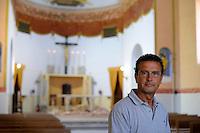 Isola di Pianosa.Pianosa Island.Carlo Barellini, custode della chiesa di San Gaudenzio.Custodian of the church of San Gaudenzio.
