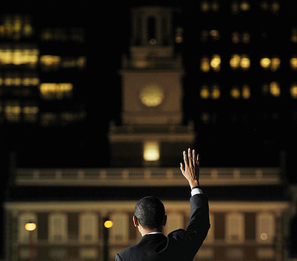 Philadelphia, Pennsylvania: April 18, 2008.Presidential candidate Barack Obama waves during a campaign rally held on an evening at Independence Mall with the historic Independence Hall in the background. It happened four days before the presidential primary election in Pennsylvania.  ©Christopher Fitzgerald / CandidatePhotos.com