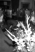 Roma   Giugno 1984 .La camera ardente di Toni Bisaglia (Democrazia Cristiana).Francesco Cossiga Ministro dell'Interno  rende omaggio alla salma...