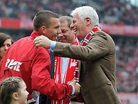 FUSSBALL   1. BUNDESLIGA  SAISON 2011/2012   34. Spieltag 1. FC Koeln - FC Bayern Muenchen        05.05.2012 Lukas Podolski wird verabschiedet von Praesident Werner Spinner (v.li., 1. FC Koeln)
