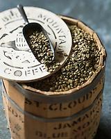 Gastronomie G&eacute;n&eacute;rale: Le Jamaica Blue Mountain est un type de caf&eacute; obtenu &agrave; partir de caf&eacute;iers cultiv&eacute;s dans les Blue Mountains, en Jama&iuml;que.<br /> Grains de caf&eacute; vert  - Stylisme : Val&eacute;rie LHOMME