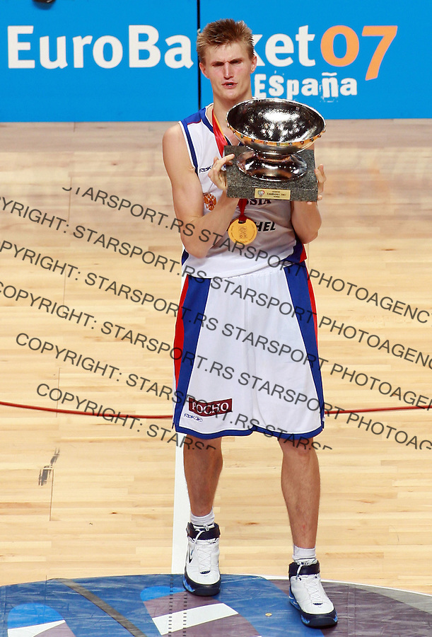 Sep 16, 2007 - Madrid, Spain -ANDREI KIRILENKO of Russia is holding a trophy at the end of final match between Spain and Russia in Madrid. Russia beat Spain 60:59 and became European basketball champions.  (credit image: © Pedja Milosavljevic/ZUMA Press)