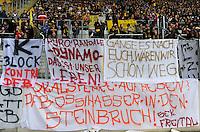 Fussball, 2. Bundesliga, Saison 2011/12, SG Dynamo Dresden - FSV Frankfurt, Sonntag (05.12.11), gluecksgas Stadion, Dresden. Dresdens Fans protestieren mit Plakaten gegen den DFB.