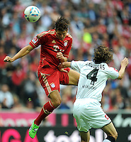 FUSSBALL   1. BUNDESLIGA  SAISON 2011/2012   1. Spieltag FC Bayern Muenchen - Borussia Moenchengladbach           07.08.2011 Mario Gomez (li, FC Bayern Muenchen) gegen Roel Brouwers (re, Borussia Moenchengladbach)