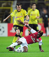 FUSSBALL   CHAMPIONS LEAGUE   SAISON 2011/2012  Borussia Dortmund - Arsenal London        13.09.2001 Kevin GROSSKREUTZ (li, Dortmund) gegen Alex SONG (re, Arsenal)
