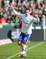FUSSBALL   1. BUNDESLIGA   SAISON 2012/2013    28. SPIELTAG SV Werder Bremen - FC Schalke 04                          06.04.2013 Julian Draxler (FC Schalke 04) Einzelaktion am Ball