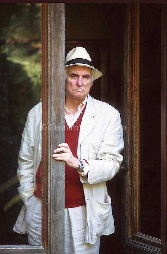 """Cesare Garboli (Viareggio, 17 dicembre 1928 – Roma, 11 aprile 2004) è stato uno scrittore, saggista e critico letterario italiano. Vado di Camaiore """"Lucca"""" 1999. © Leonardo Cendamo"""